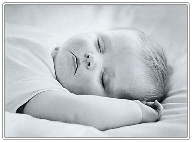 baby-sleeping-black-and-white